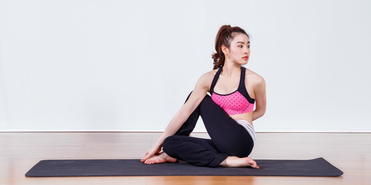 Bài tập yoga chữa đau lưng vặn mình