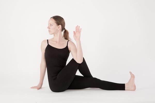 10-bai-tap-yoga-chua-dau-lung-cho-phu-nu-4