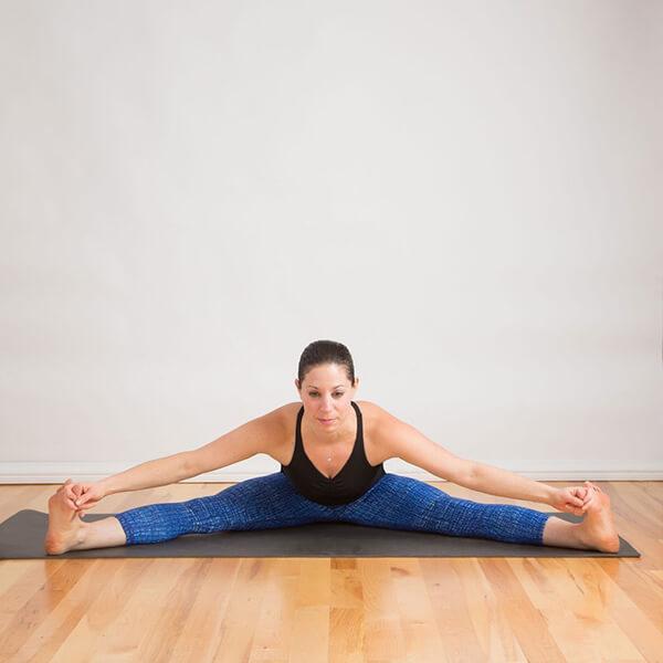 Bài tập yoga roạng chân chữa đau lưng