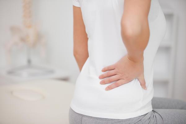Đau lưng bên phải gần mông là bệnh gì