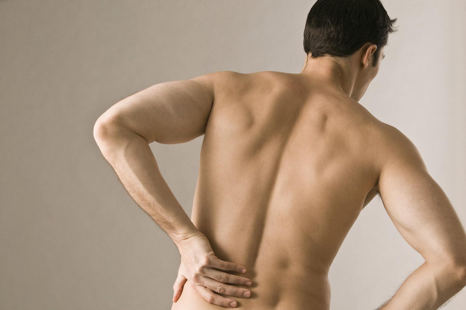 bị đau lưng ở nam giới