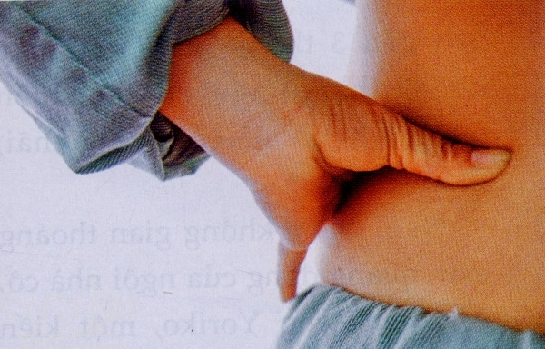 bấm huyệt trị đau lưng cấp