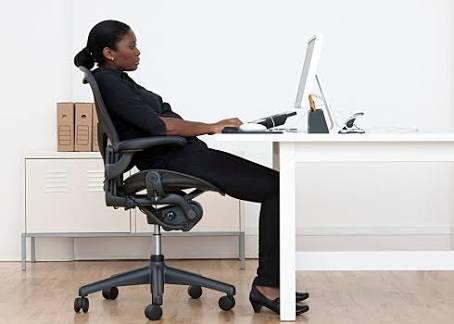 Cảnh báo nguy cơ đau lưng do làm việc sai tư thế-2