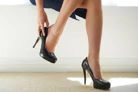 Mang giày cao gót tiềm ẩn nguy cơ bị thoát vị đĩa đệm-3