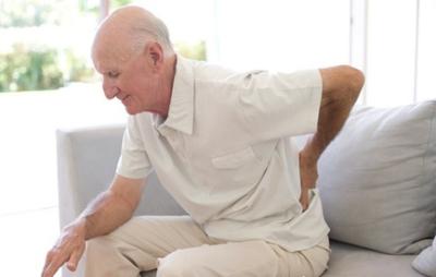 Triệu chứng đau lưng kéo dài chớ nên xem thường-3