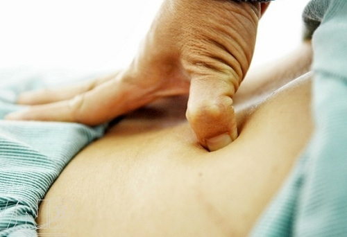 Top 4 thủ pháp bấm huyệt chữa đau lưng bạn nên biết-1