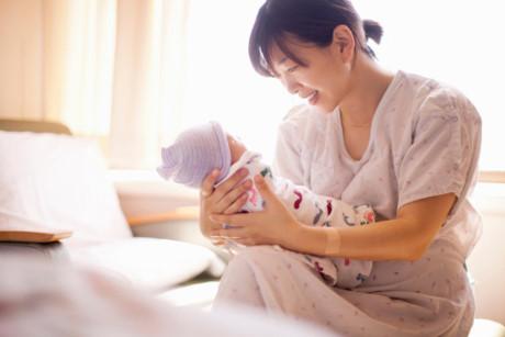 Cách chữa bệnh đau lưng sau sinh cho mẹ nào chưa biết-2
