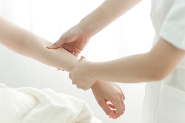 Cảm thấy đau nhức trong xương cánh tay có nguy hiểm không?-2