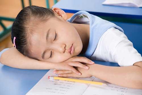 Ngồi sai tư thế có thể gây thoát vị đĩa đệm ở trẻ em-3