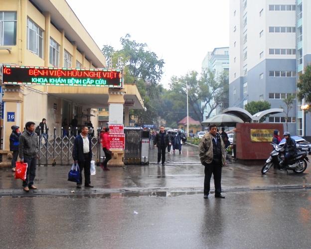 Giờ thăm bệnh nhân ở bệnh viện Việt đức