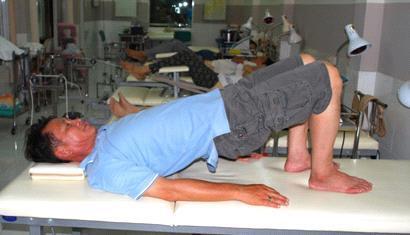 bài tập chữa thoát vị đĩa đệm L4 L5 - nâng mông