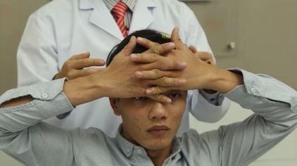 5 bài tập vật lý trị liệu chữa thoát vị đĩa đệm cổ đơn giản-4