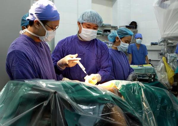 cách phẫu thuật đĩa đệm cột sống thắt lưng