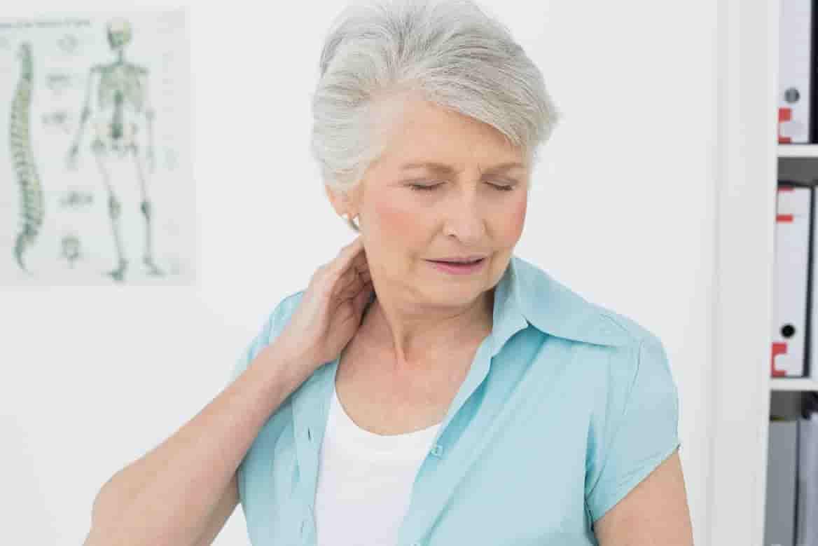 đau cổ do tuổi tác - chữa bệnh đau cổ vai gáy