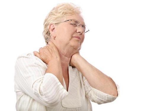 Tuổi tác là một trong những nguyên nhân gây đau đầu, đau mỏi vai gáy