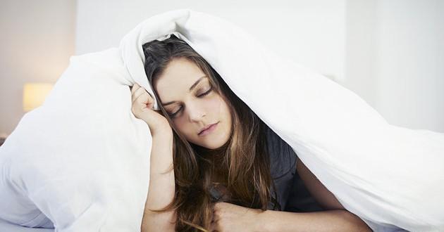 đau mỏi vai gáy và đau đầu do ngủ sai tư thế