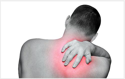 Đau lưng bên phải phía trên do đau cơ