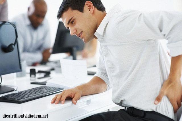 Vì sao dân văn phòng dễ bị thoát vị đĩa đệm cột sống?